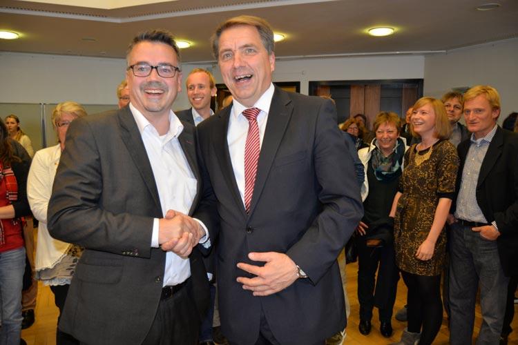 Christoph Baak gratulierte Jürgen Krogmann, der am 1. November sein neues Amt als Oberbürgermeister von Oldenburg antritt.