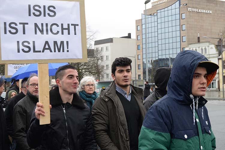 Mit Transparenten machten die Demonstranten auf ihre Anliegen aufmerksam.