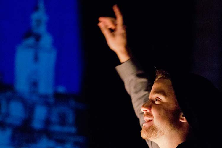 Bei Moderator Raijko Geith weicht die Gute Laune-Routine dem Unfassbaren.