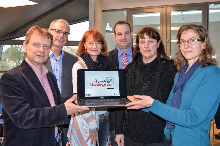 Eckhard Wache, Lutz Auffarth, Hille Krenz, Nils Traß, Anja Peters und Melanie Blinzler präsentieren die Kampagne PrimA Challenge – Misch Dich ein! in Oldenburg.