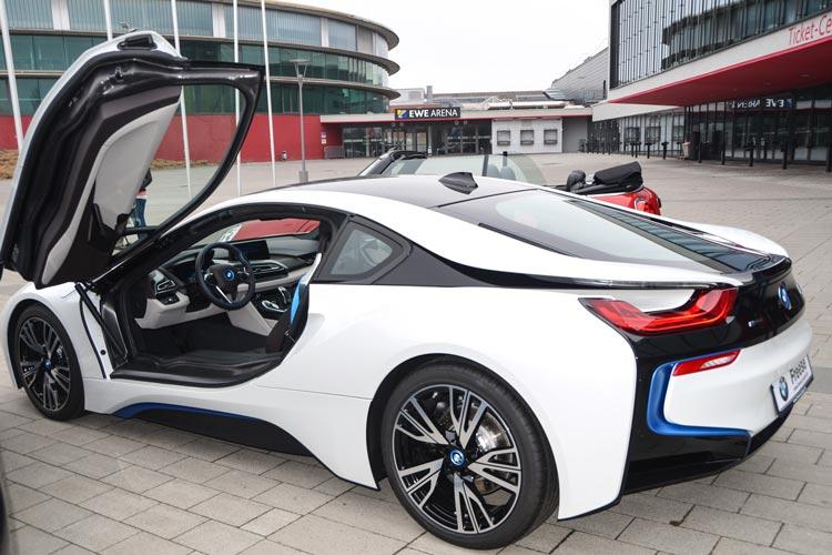 Der BMW i8 ist nicht nur ein Hingucker, er ist der erste Sportwagen mit den Verbrauchs- und Emissionswerten eines Kleinwagens.