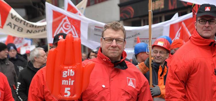 Mehr als 2000 Metaller demonstrierten heute in Oldenburg.