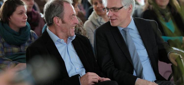 """Prof. Dr. Klaus Hauer und Dr. Jürgen Bauer (von links) zu Gast beim Aktionstag """"Demenz und Bewegung""""."""