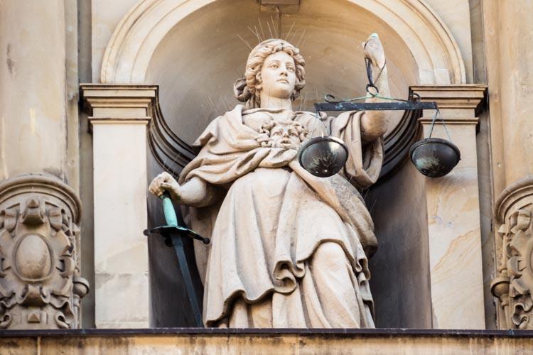 Die Spendenaffäre rund um den EWE-Chef Matthias Brückmann hat jetzt auch ein juristisches Nachspiel, die Staatsanwaltschaft Oldenburg ermittelt.