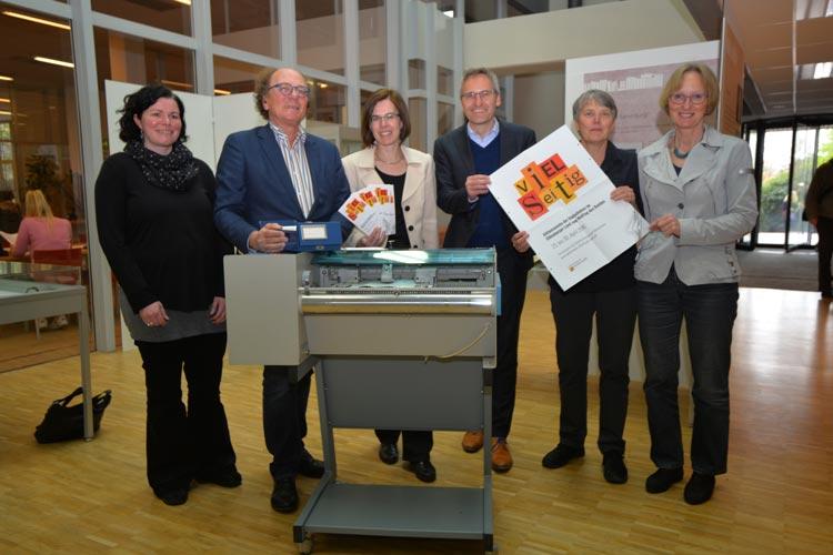 lexandra Otten und Hans-Joachim Wätgen (beide Universitätsbibliothek), Corinna Roeder (Landesbibliothek), Florian Isensee (Arbeitsgemeinschaft Bibliotheken), Bärbel Gerdes (Jade Hochschule) und Heike Janssen (Stadtbibliothek Oldenburg) stellten das Programm der Aktionswoche zum Welttag des Buches vor.